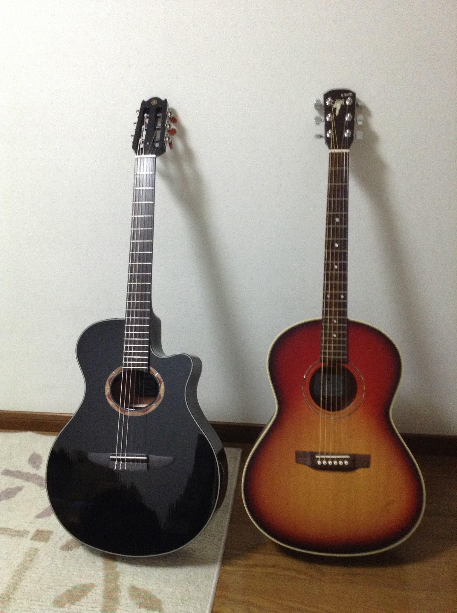 手持ちのアコースティックギター2本
